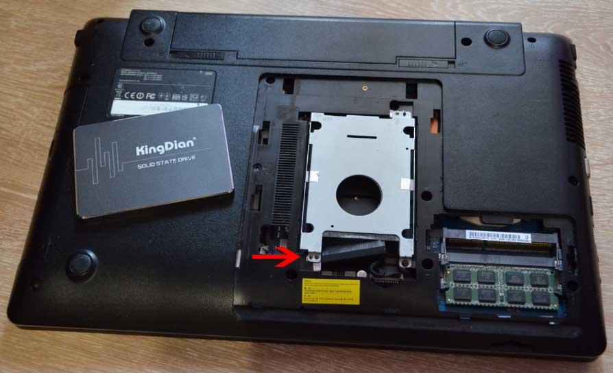 крышка ноутбука и SSD
